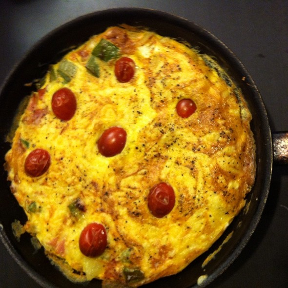 Omelette With Green Capsicum, Ham, Onion And Tomato @ Chookys