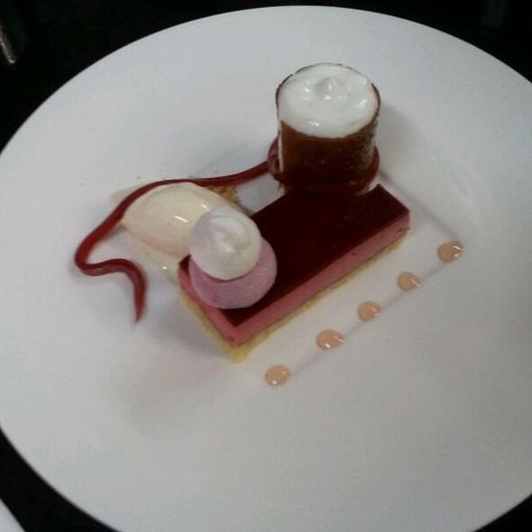 Heiße Liebe (himbeer, Vanille) @ Hill Restaurant