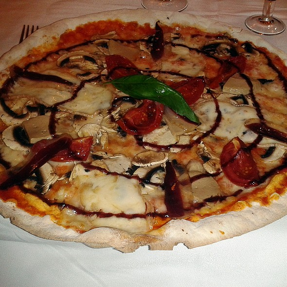 Foie, tomato, mushrooms and duck ham pizza