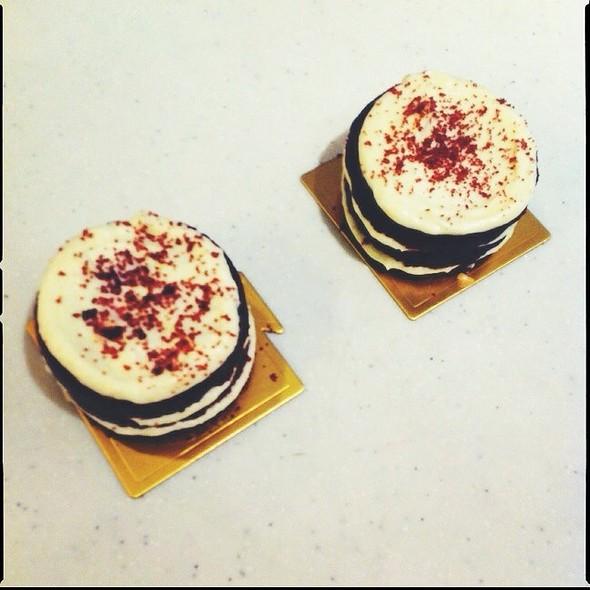 Red Velvet Mini Lola Cakes