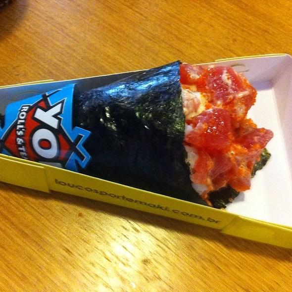 Temaki Spicy Tuna Com Ovas De Masago @ Yoi!