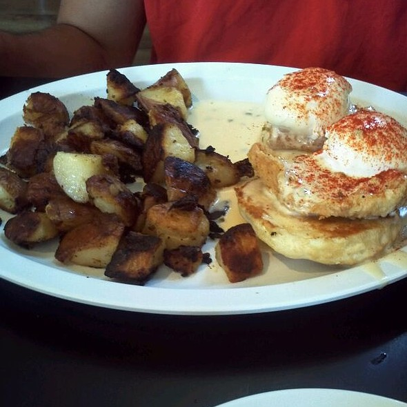 Fried Chicken Benedict @ Highland Bakery