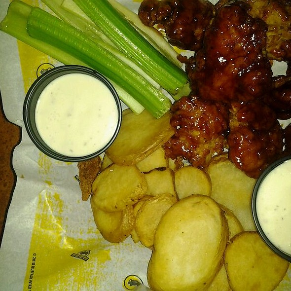 Boneless Wings @ Buffalo Wild Wings