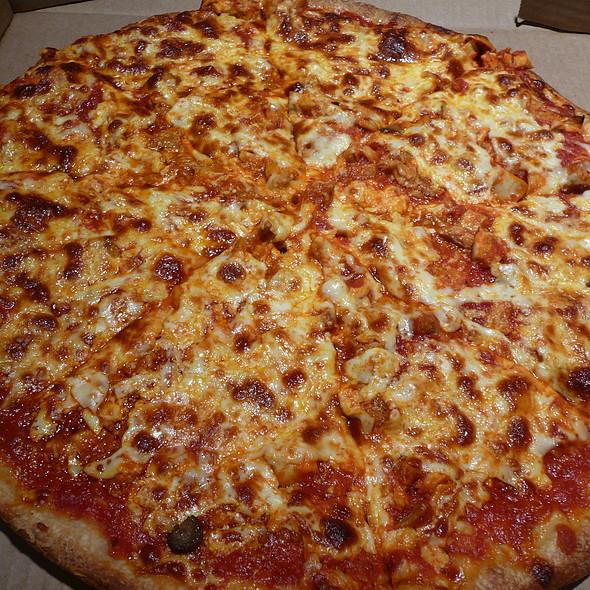 Buffalo Chicken Pizza @ Griffins Market