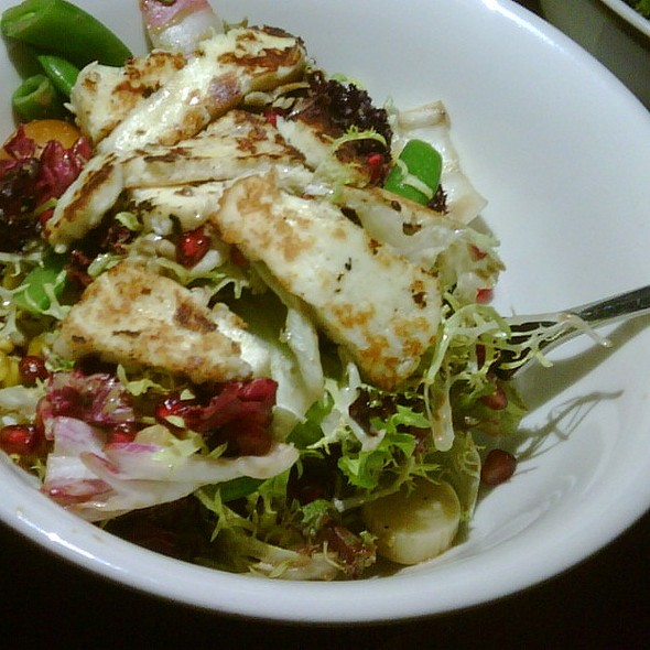 Salad with Grilled Halloumi Cheese @ Home