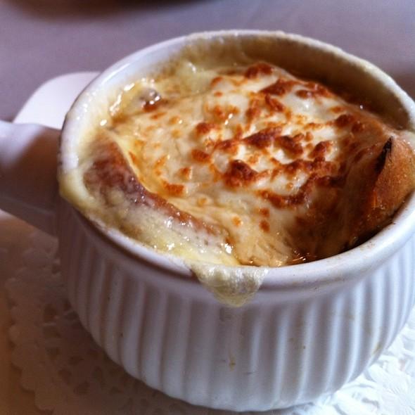French Onion Soup - Brasserie Française Chez Jules, Québec, QC