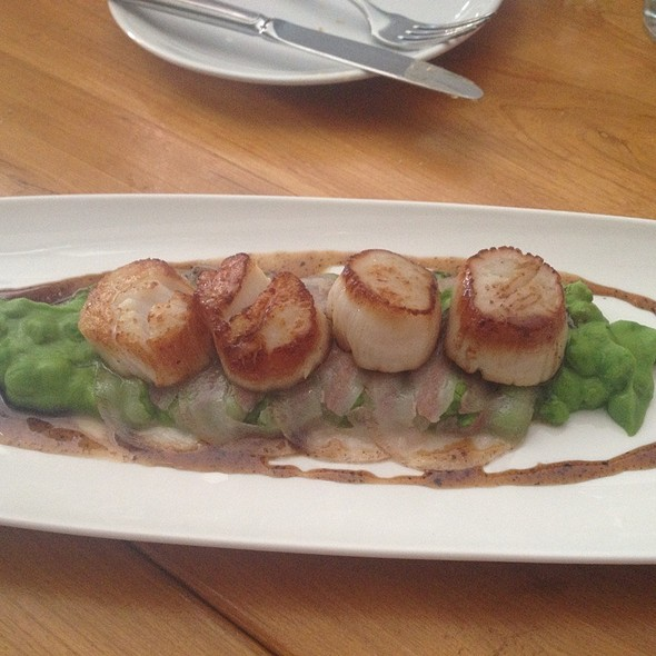 Scallops With Peas, Bacon & Truffle @ Hopgoods Foodliner