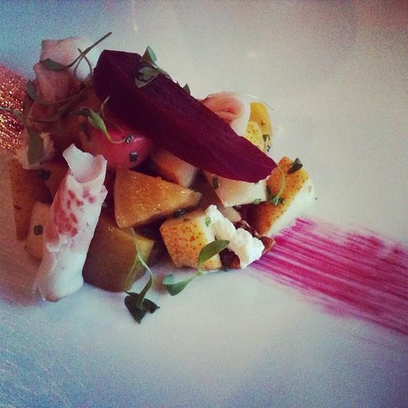 Salade De Betteraves Et Ricotta Fûmée @ Chez Victoire