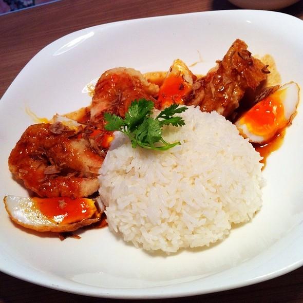 ข้าวกุ้งทอดราดซอสมะขาม @ Cafe & Etcetera By Kloset
