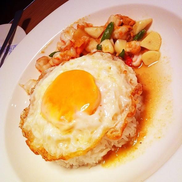 ข้าวหน้ามันกุ้งพริกขี้หนูสด+ไข่ดาว @ Cafe & Etcetera By Kloset