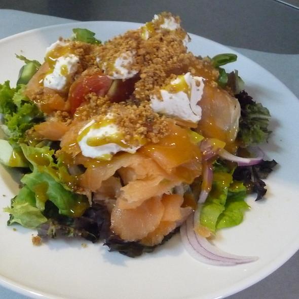 Smoked Salmon Salad @ Popeye Cafe