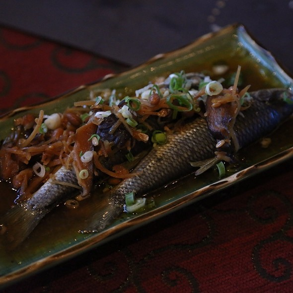 Steamed Taiwanese Shoveljaw Carps With Ginger @ 八甲魚場