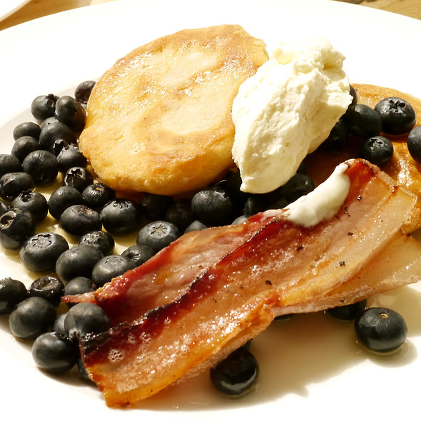 Pancakes with Ricotta and Blueberries @ Lawrence