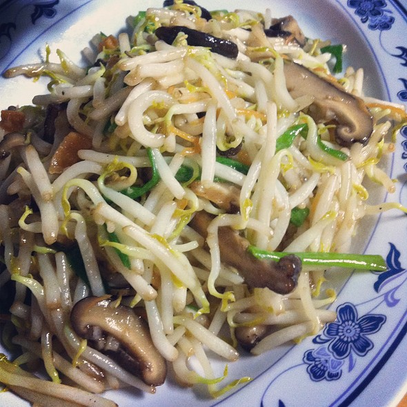 Stir Fried Bean Sprouts With Salted Fish @ Bei Sheng Seafood Restaurant 北腾泰国小食