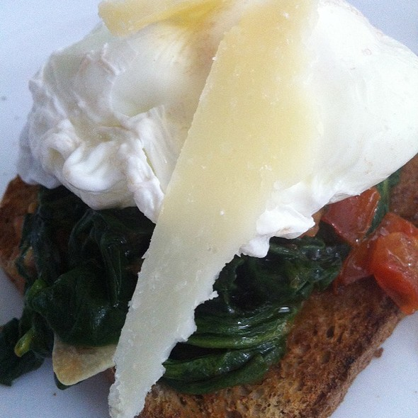 Poached eggs with spinach @ Casa De Peaches