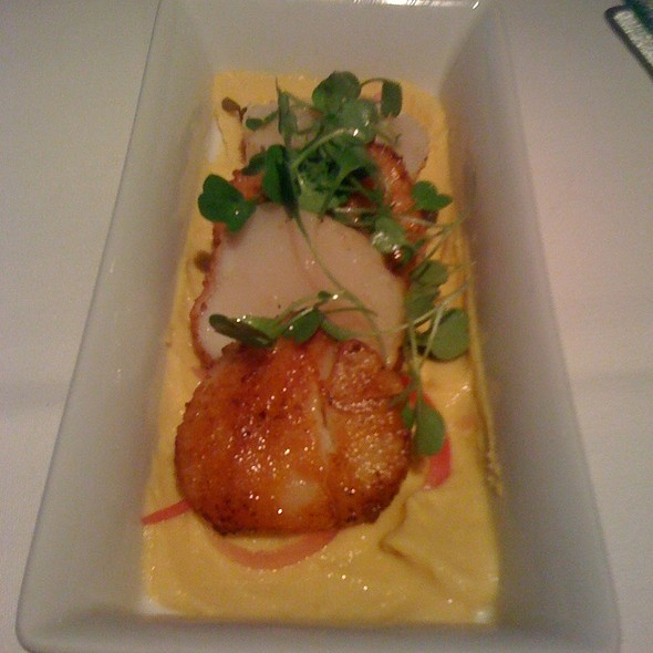Seared scallop appetizer @ Kyma