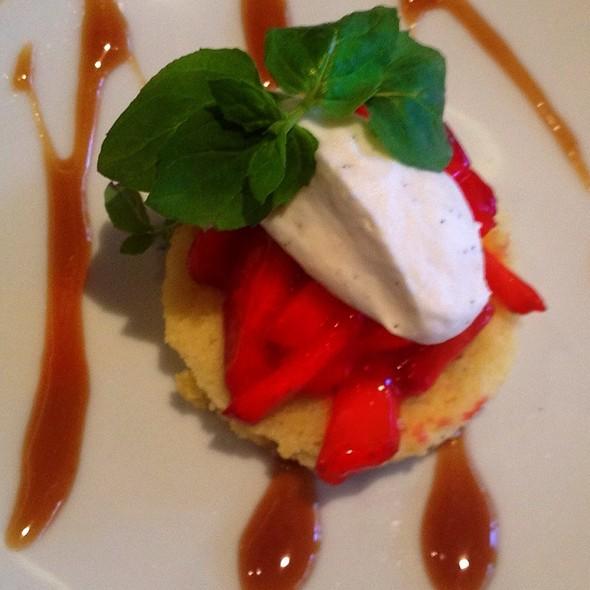 strawberry shortcake @ Ute City Bar & Grill