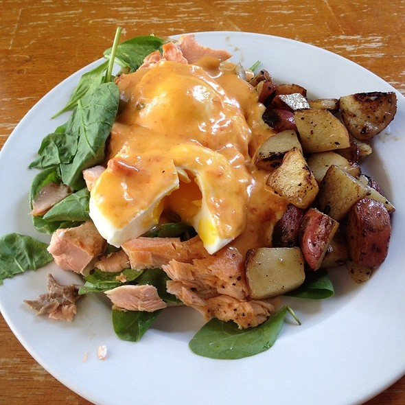 Eggs Benedict With Poached Salmon @ Sisters