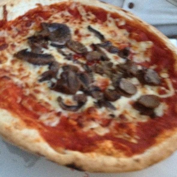 Mushrooms Pizza @ Café Vergnano