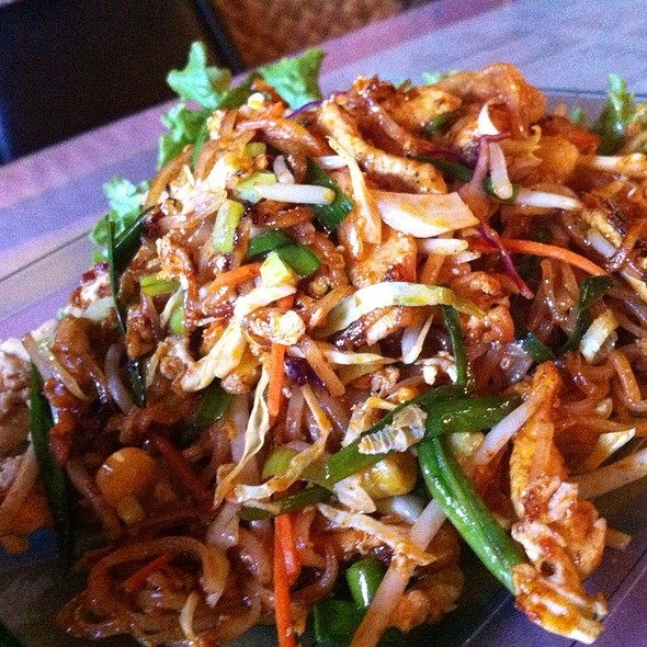 Chicken Pad Thai @ Old Weang Ping