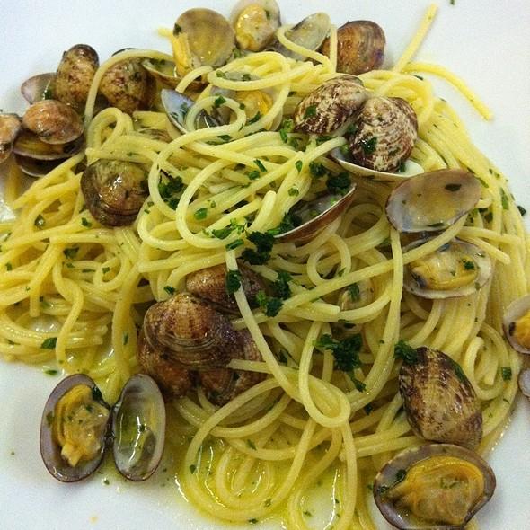 Spaghetti Vongole @ Peperonne
