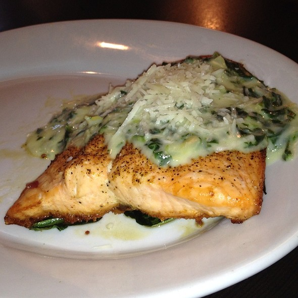 Salmon Florentine With Spinach And Artichoke Sauce @ Ruby Tuesday's