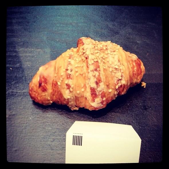 Passion Sesame Croissant @ Craftsman & Wolves