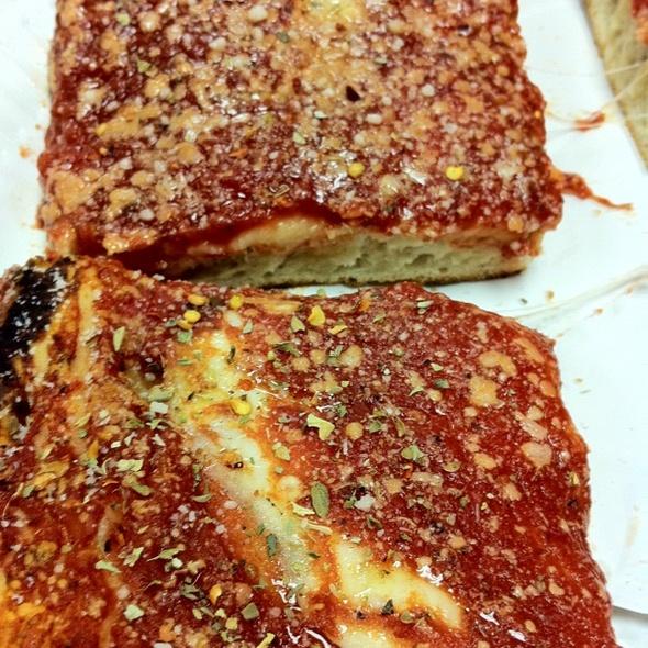 Pizza @ L&B Spumoni Gardens