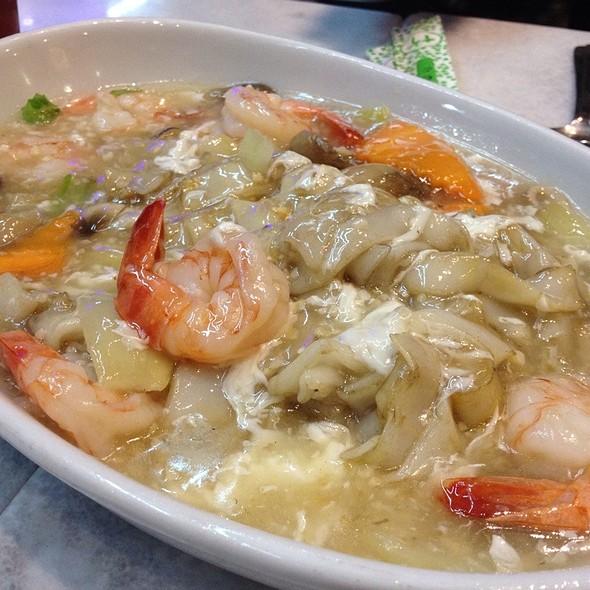 Garlic Prawns @ Little Singapore Restaurant