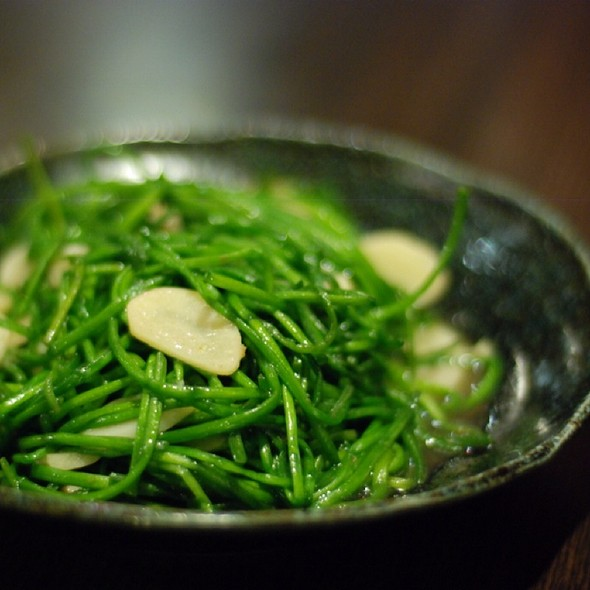 Stir Fried White Water Snowflake Leaves With Pork And Garlic