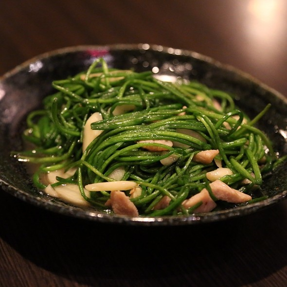 Stir Fried White Water Snowflake Leaves With Pork And Garlic @ 天狗串燒居食