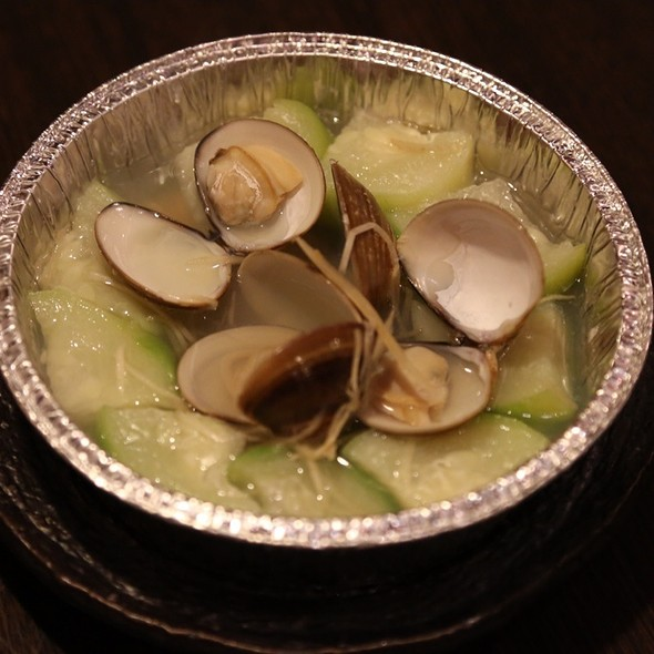 Steamed Loofa With Clams