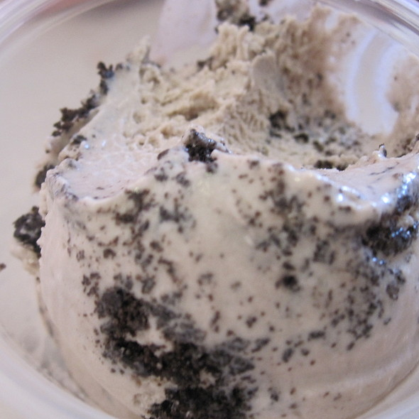cookies and cream ice cream @ Morelli's Gourmet Ice Cream