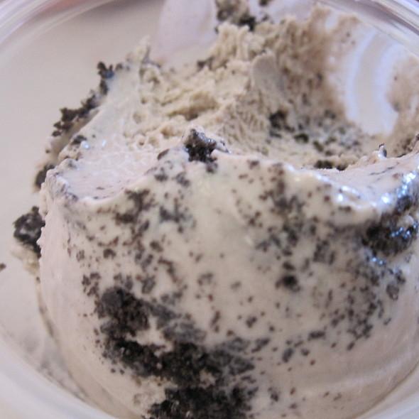 cookies and cream ice cream @ Morelli's Gourmet Ice Cream