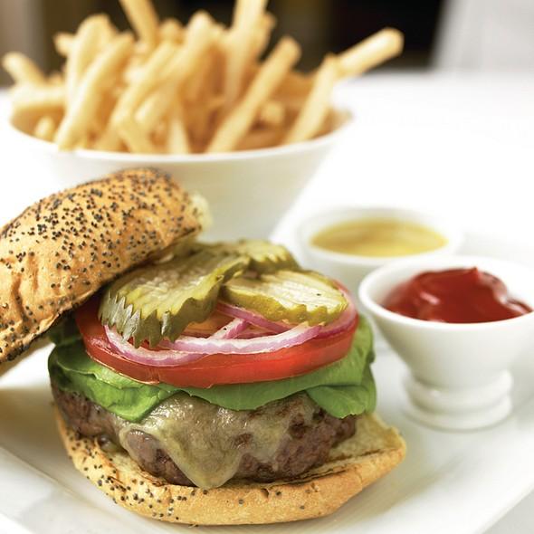Burger - Bristol Restaurant and Bar - Four Seasons Hotel Boston, Boston, MA