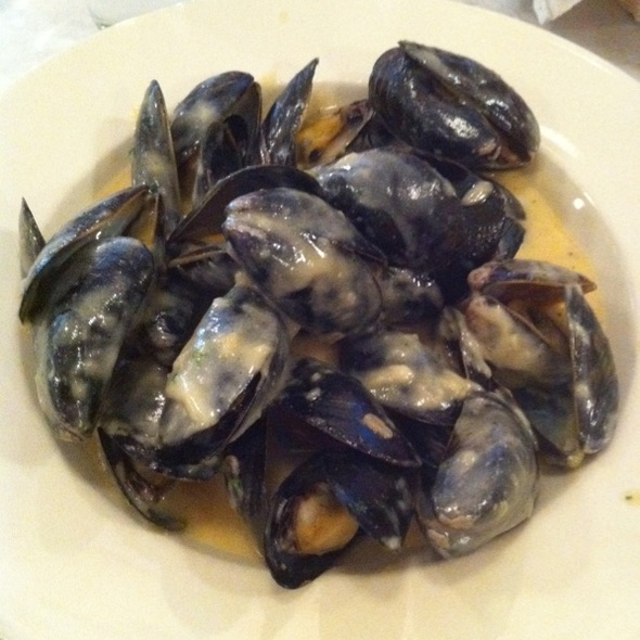 Steamed Mussels In Vegetable Cream Sauce (Creamed Cauliflower, Shallots and White Wine)
