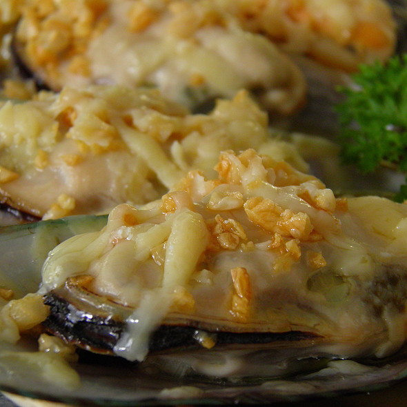 Baked Mussels in Cheese @ Home