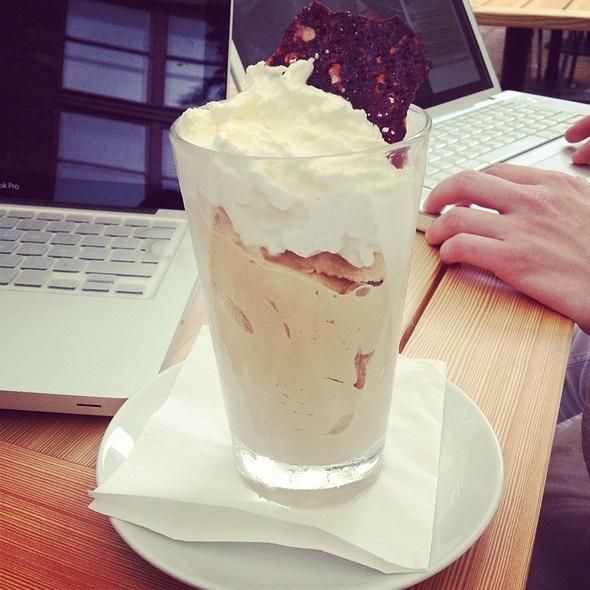 Eiskaffee @ Pauly Saal In Der Ehemaligen Jüdischen Mädchenschule