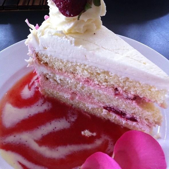 Shangri La Cake @ Extraordinary Desserts