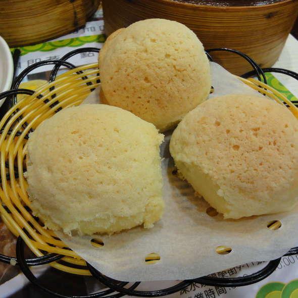 Baked BBQ Pork Bun (Char Siu Bau) @ Tim Ho Wan