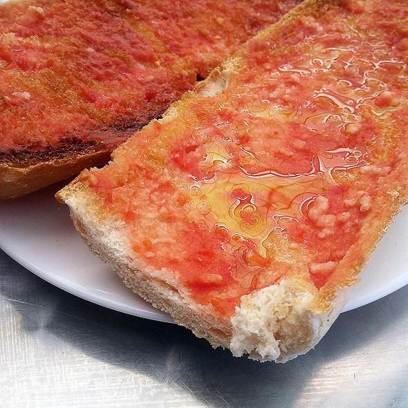 Tomato Toast @ Las Murallas
