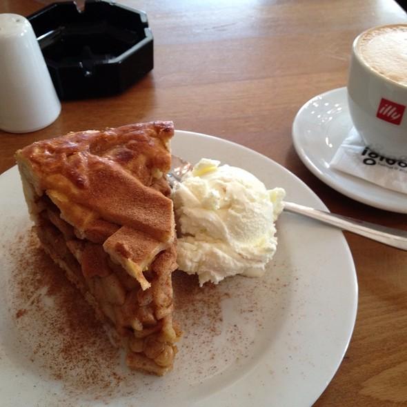 Vanilla Gelato Apple Pie Dessert