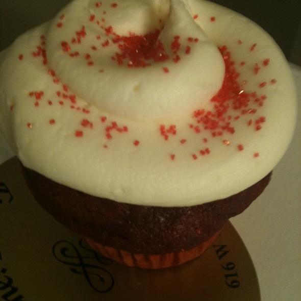 Red Velvet Cupcake @ Oh My Ganache! Bakery