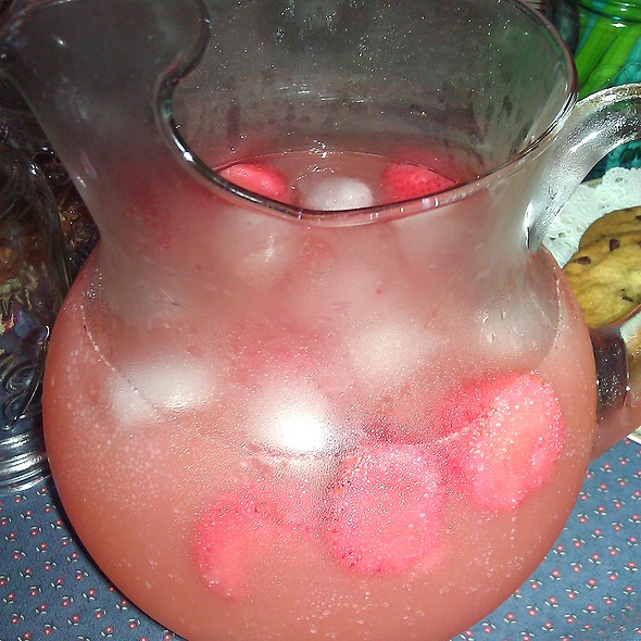 Strawberry Lemonade @ Applesauce Inn B&B