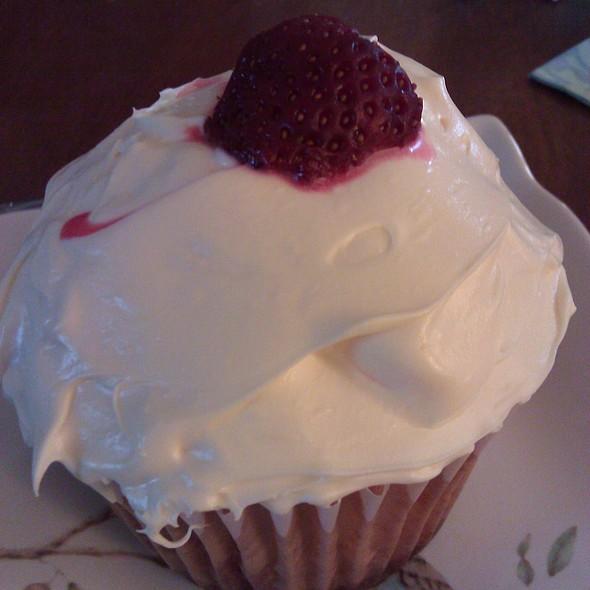 Strawberry Baby Cake @ Applesauce Inn B&B