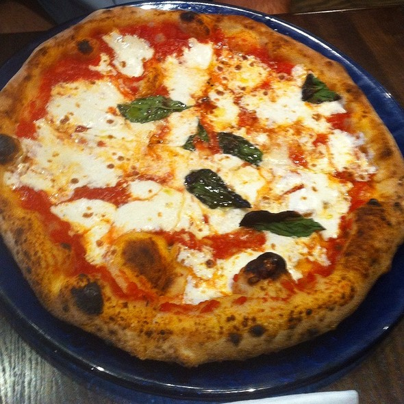 Pizza Margherita @ Don Antonio by Starita