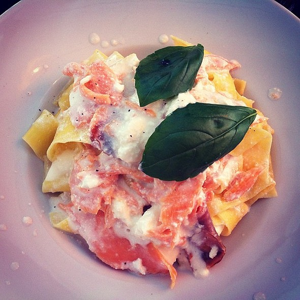 Pasta with smoked salmon and ricotta. First time in many moons I've had Italian this good in ! @ Caffe Boboli