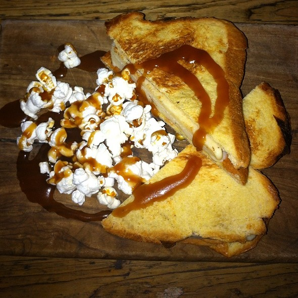Popcorn Ice Cream Sandwich With Caramel @ The Elk In The Woods