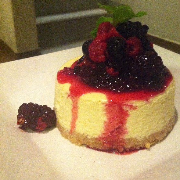 Cheese Cake Red Fruits @ Tea Connection