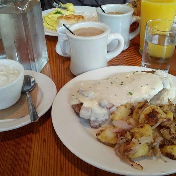 Georgia Benedict @ West Egg Cafe